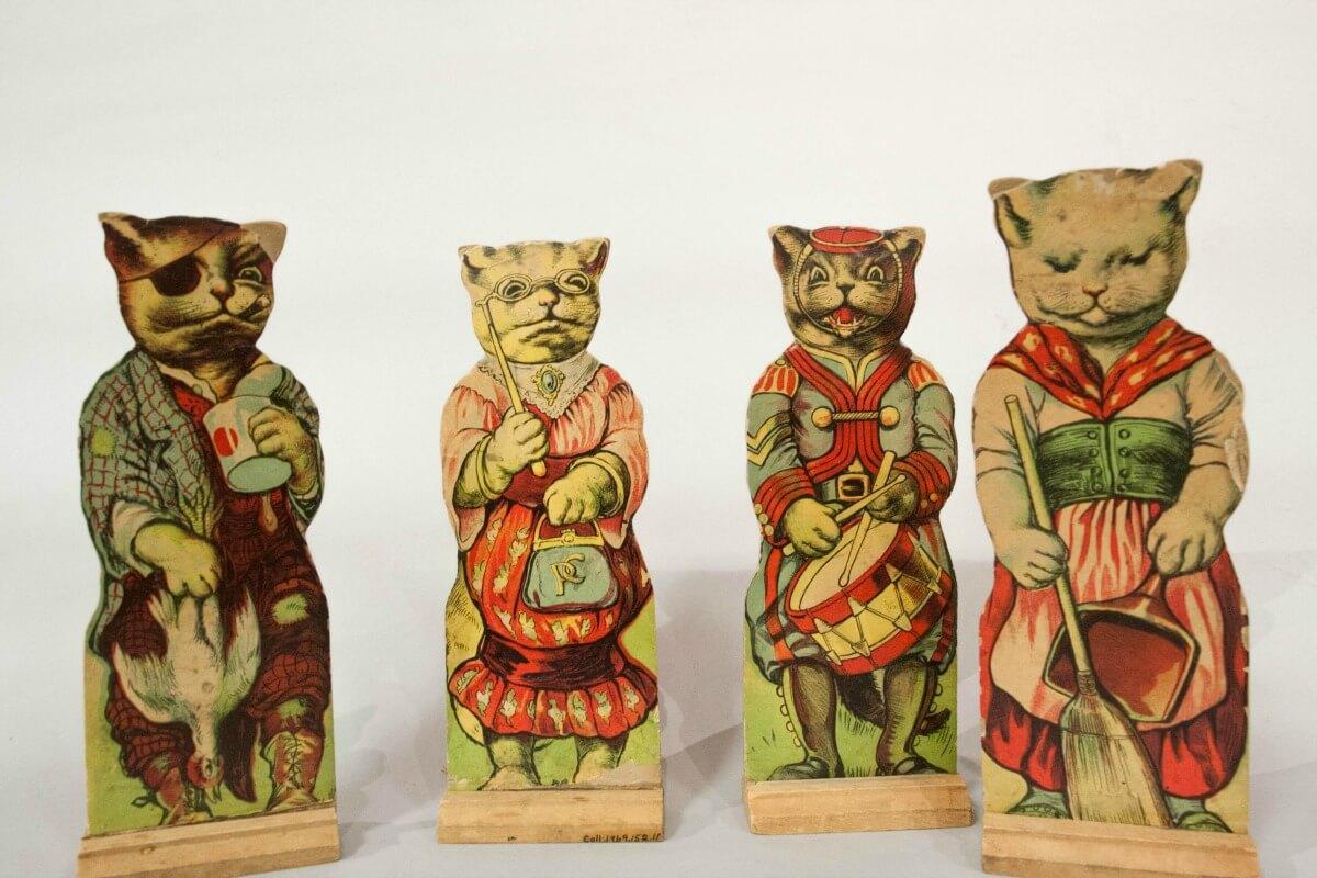 Paper Cat Dolls & Stands